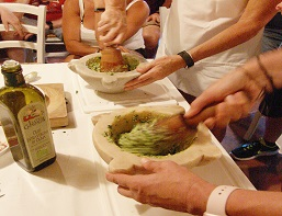 cooking-class-making-pesto-miniatura